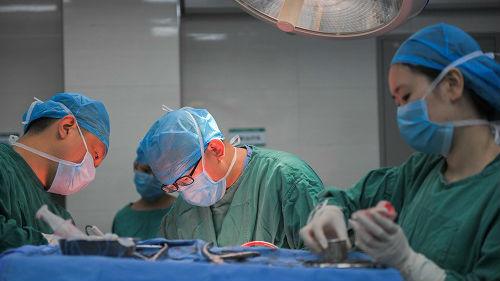 外媒:中国亟需培养年轻外科医生 增加实践性培训