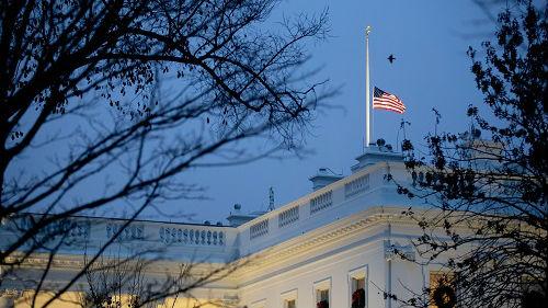 """美媒称老布什生命最后时刻仍保持幽默:催送别者""""快点说"""""""