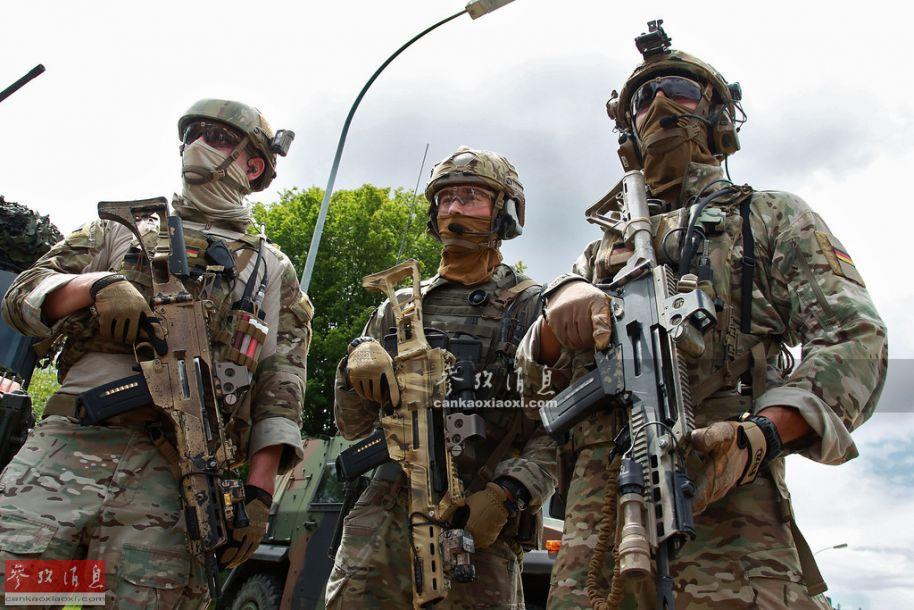 "KSK(""特种部队司令部"" 德语缩写)是德国陆军最精锐的特战部队,隶属于""快速反应师"",总兵力约1500人,总部位于德国西南部,巴登-符腾堡州的卡尔夫,于1996年9月创建,1997年正式启用至今。图为KSK特战队员资料图,每人都手持G36KA1突击步枪。26"