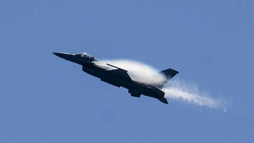 花大钱买次品?台军向美购买的F-16V战机被曝生锈了