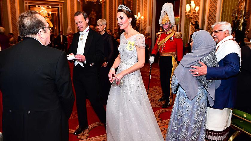 英国王室外交晚宴:凯特王妃盛装出席未见梅根身影