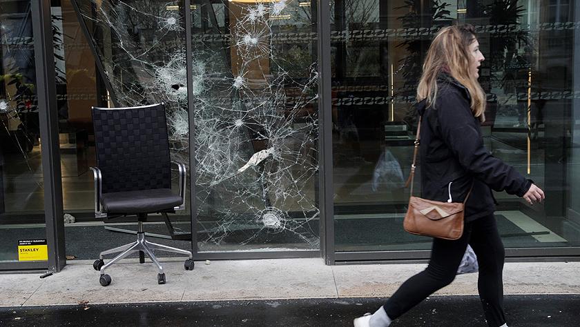 巴黎遭遇十年来最严重骚乱 奢侈品商店银行被疯狂打砸