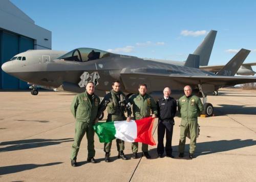 图为已经交付意大利空军的F-35战机.