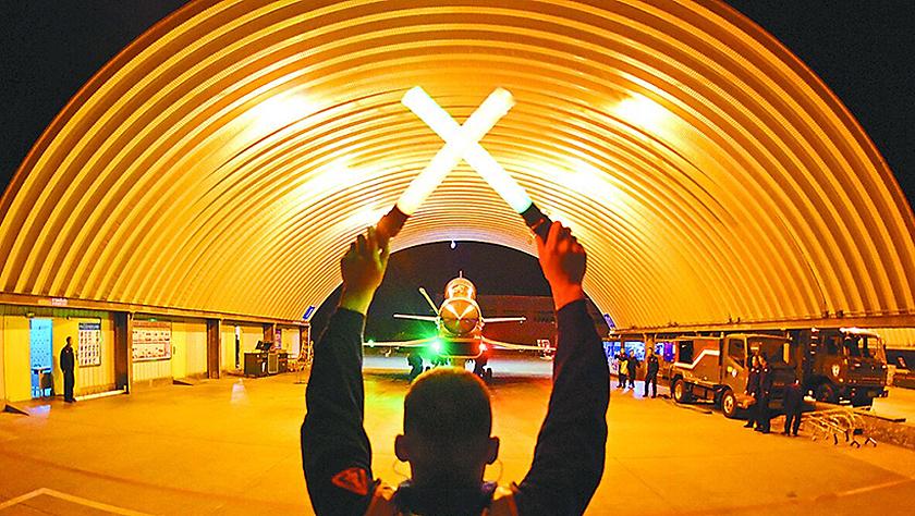 航空兵某旅开展夜间自由空战对抗训练