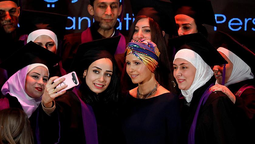 """叙利亚""""第一夫人""""罕见露面 面带笑容未受乳腺癌影响"""