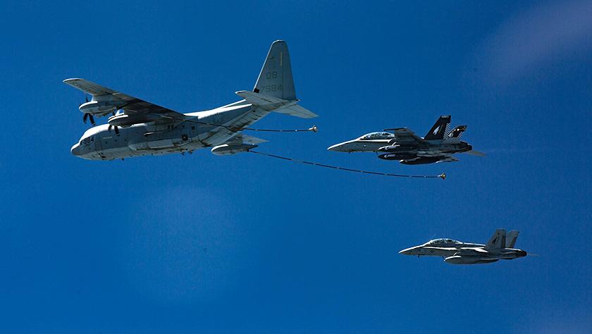 驻日美军战机与空中加油机相撞并坠毁