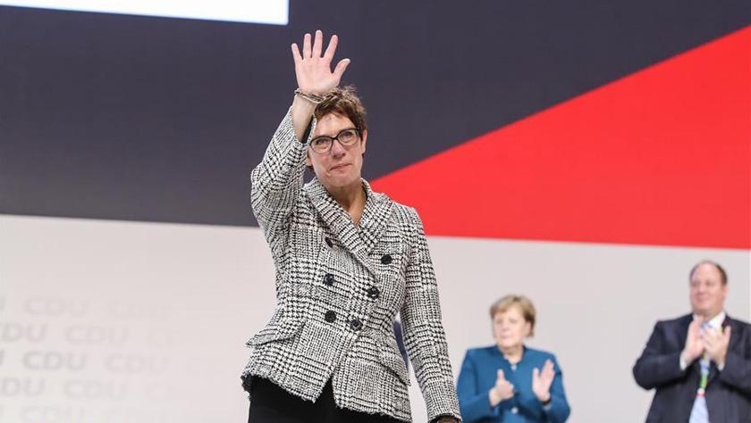 克兰普-卡伦鲍尔被选举为德国基民盟新主席