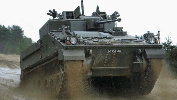 """英军""""武士""""2战车完成无人实弹打靶测试 发射150发炮弹"""