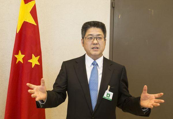 11月6日,在瑞士日内瓦联合国万国宫,出席联合国人权理事会第三轮国别人权审议的中国代表团团长、外交部副部长乐玉成接受记者采访。