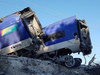 韩国冬奥高铁脱轨致14人轻伤