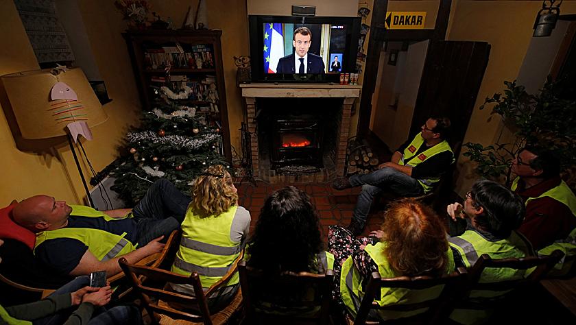 法国总统马克龙宣布多项福利措施以走出危机