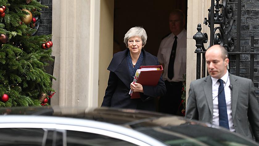 英国首相特雷莎·梅面临党内不信任投票