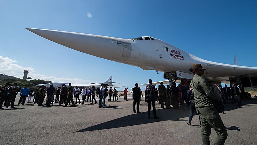 两架俄罗斯战略轰炸机飞抵委内瑞拉