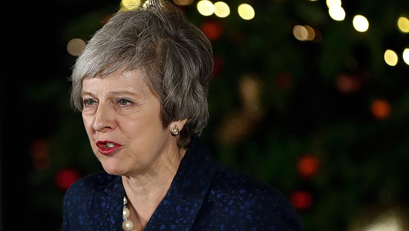 英国首相特雷莎·梅在党内不信任投票中过关