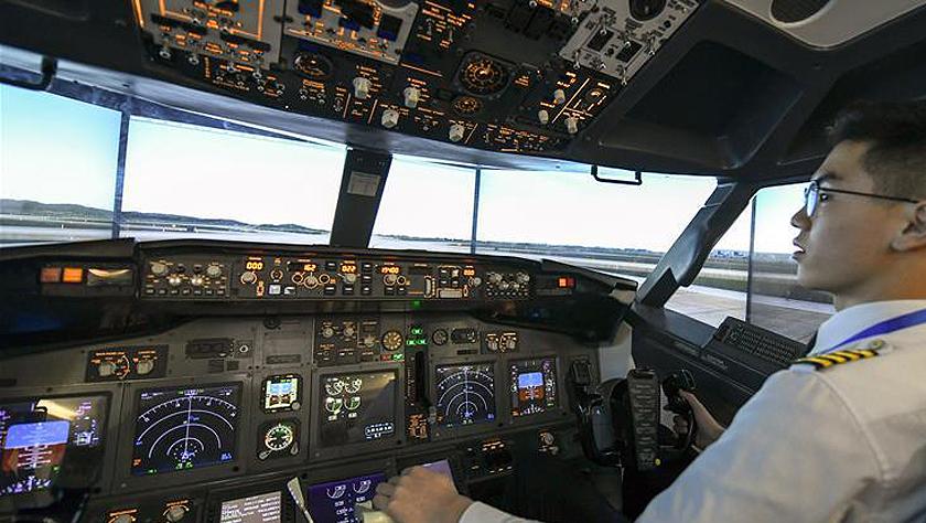"""中国""""莱特兄弟"""":模拟飞行台上的""""飞行家"""""""