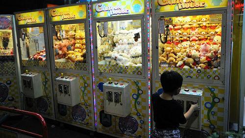 台湾经济低迷抓娃娃机却异常火热 外媒:一种负担得起的娱乐