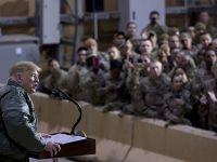 特朗普突访伊拉克一军事基地看望驻伊美军