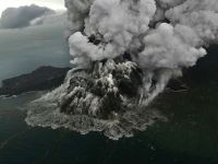 印尼提高喀拉喀托火山警戒级别 飞经航班改道