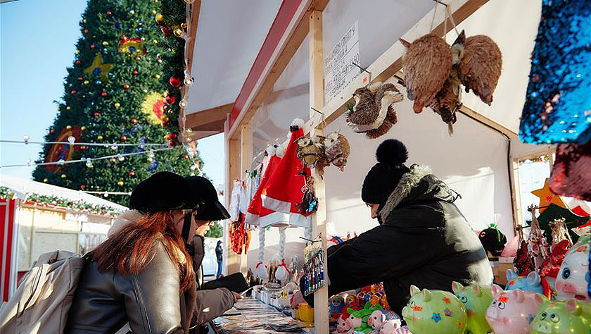 俄远东城市欢度新年第一天
