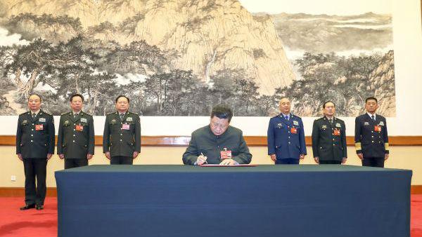 习近平强调做好军事斗争准备:居安思危 应对挑战