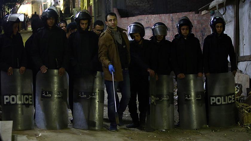 埃及一警察检查可疑包裹时被炸身亡