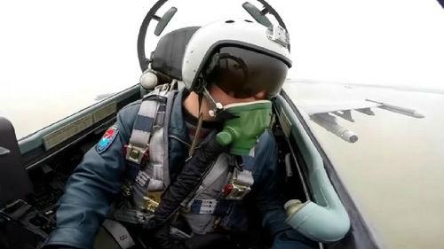 港媒:中国战机在东海防识区警告外机 飞行员用英语喊话