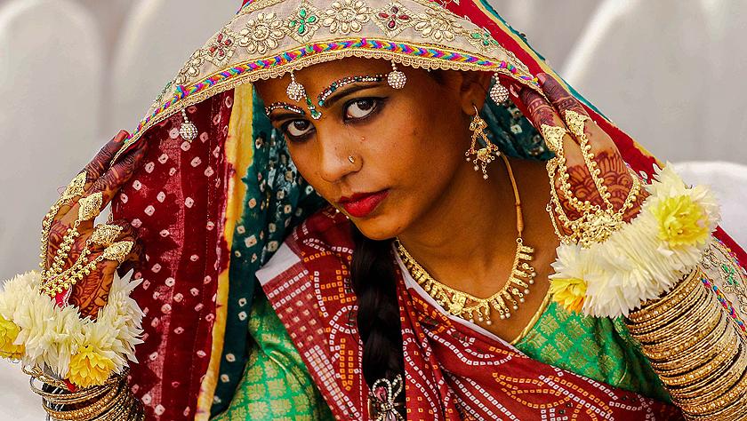 印度教徒的婚礼 为低收入的新人举办集体婚礼