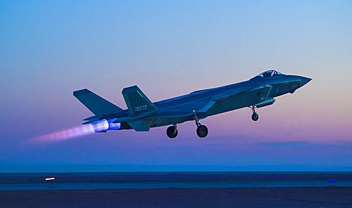 歼-20战机参加夜间对抗训练