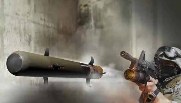 """美国雷神公司研发的""""长矛""""微型导弹,可利用下挂榴弹发射器直接发射。"""