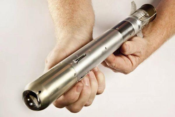 """美国""""长矛""""导弹弹体长仅42.6厘米,弹重约1公斤(相当于一个满装子弹的7.62毫米步枪弹匣的重量)。"""