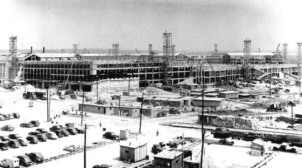 1942年7月1日,正在建设中的五角大楼西北侧立面。