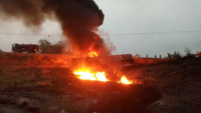 尼日利亚南部油罐车爆炸致20余人死亡