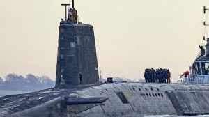 """""""掉皮""""了!英国战略核潜艇巡航3月 舰体消声瓦损毁30%"""