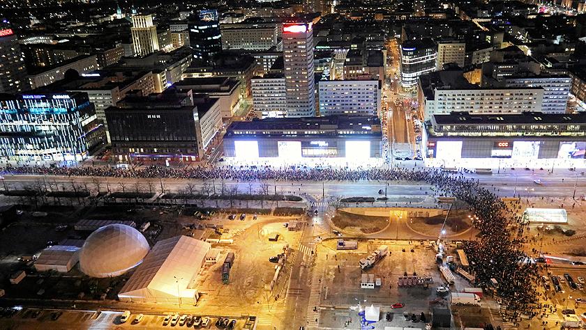 波兰遇刺市长伤重不治 民众集会悼念