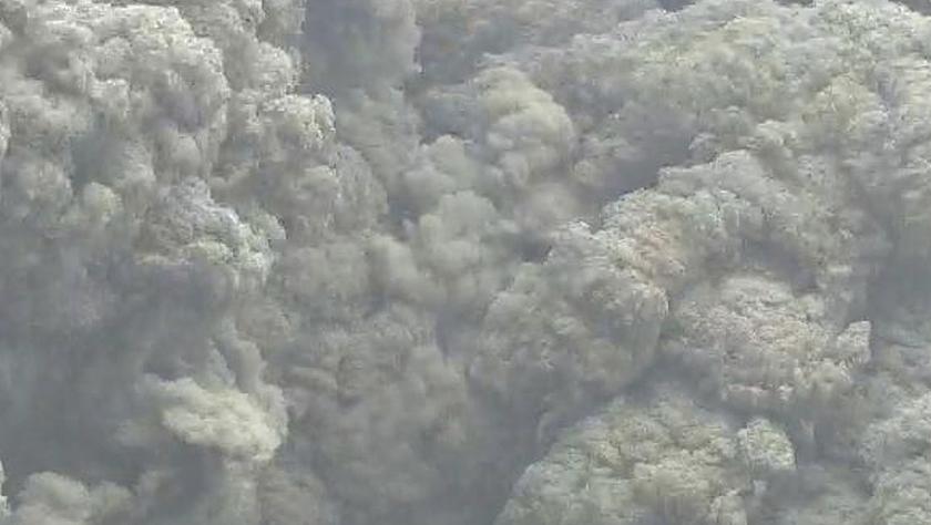 日本鹿儿岛县新岳火山再次爆炸性喷发