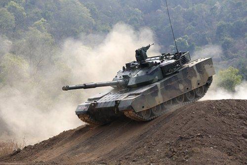 """在回应泰国为何如此青睐中国VT-4坦克时,泰国总理巴育曾表示,性能是首要的,但是VT-4在价格上更具吸引力。他说:""""如果我们从西方国家购买,就必须支付3倍的价格。所以我们应该从谁那里买呢?"""""""