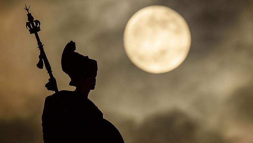 """""""满月""""当空:2019年第一个月圆之夜"""