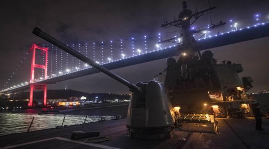 曾遭俄军机低空飞越!美驱逐舰再闯黑海