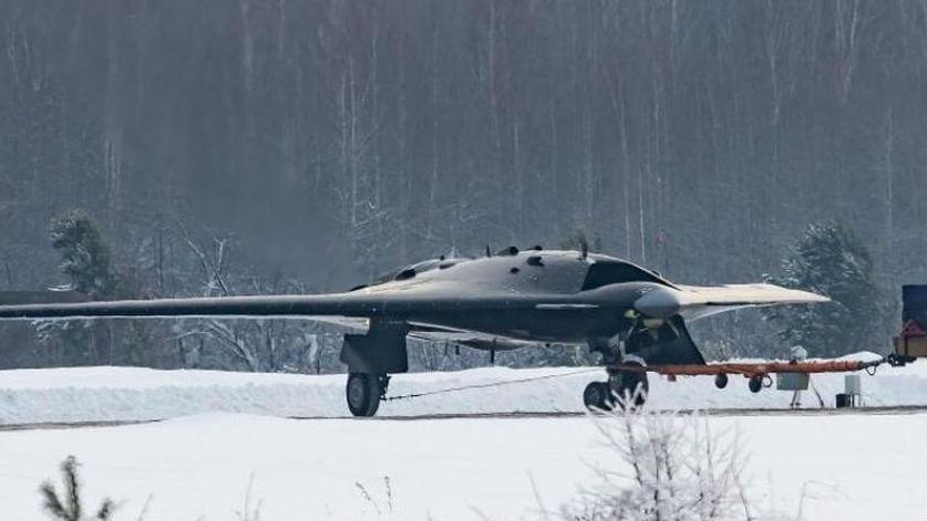 尺寸靠近中型战机!俄军第6代隐身无人机曝光 本年或将首飞