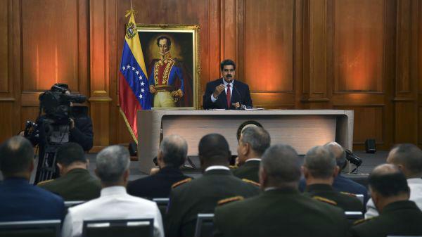 马杜罗宣布下月举行军演:呼吁军队和民众做好战争准备