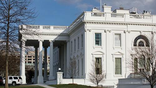 政府刚开门,特朗普就准备再关门?外媒:或宣布进入紧急状态