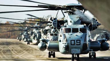 种马列阵!美CH-53E直升机密集编队飞行