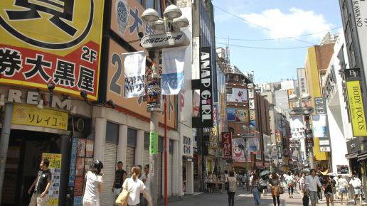"""日本人越赚越少 日媒:剥去""""安倍经济学的伪装"""""""
