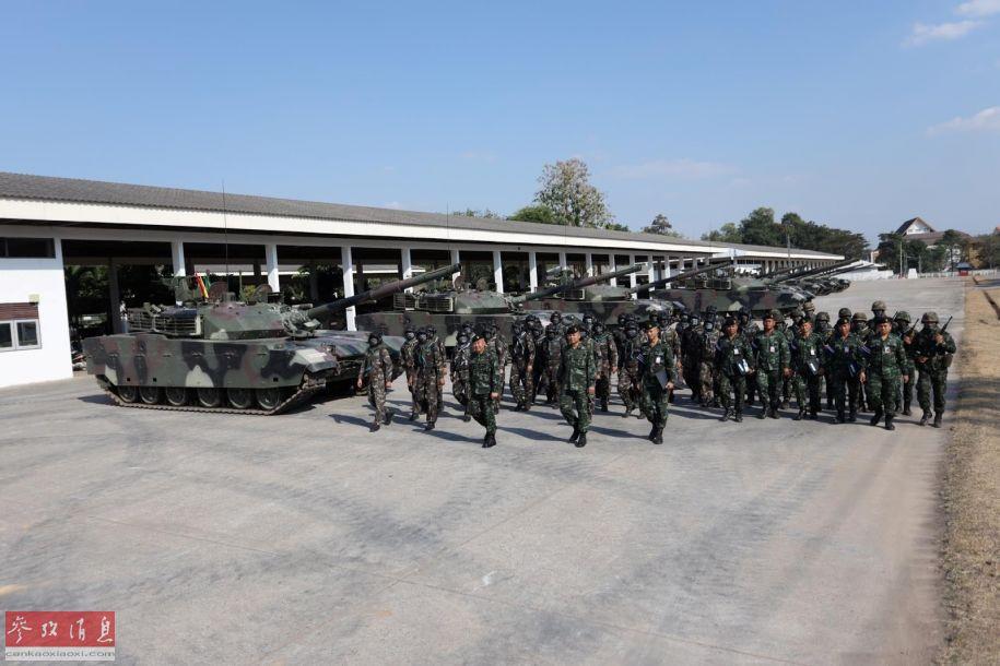 泰国陆军高层视察VT-4坦克部队。