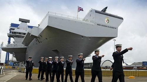 是否派航母去南海?特雷莎·梅发言人:首相说了算