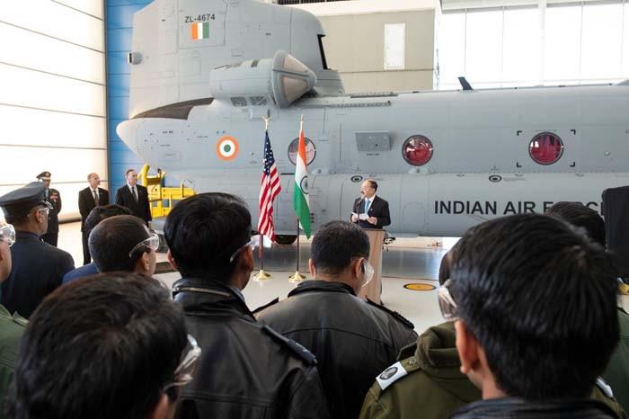 """印度接收4架美制""""支奴干""""直升机 将优先部署北"""