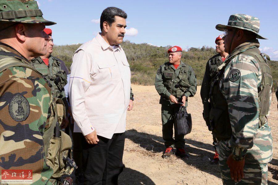 委内瑞拉总统马杜罗亲临军演现场。