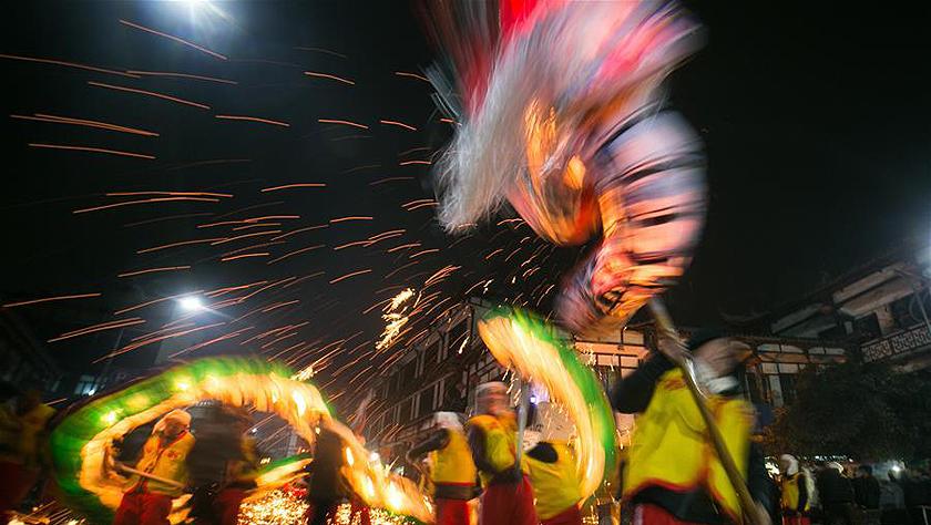 贵州:舞龙迎元宵