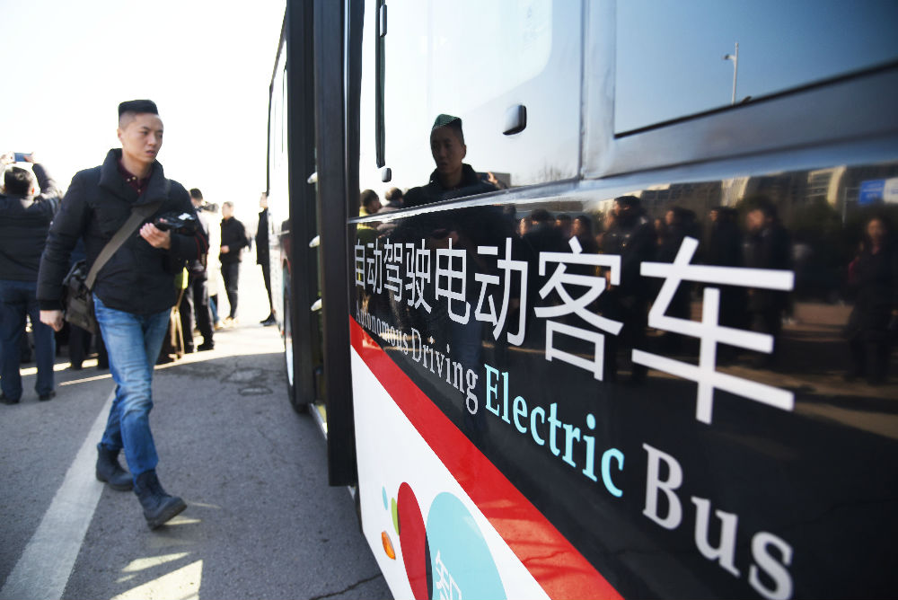 用掌纹支付车票 西媒:中国无人驾驶公交车凸显科技进步