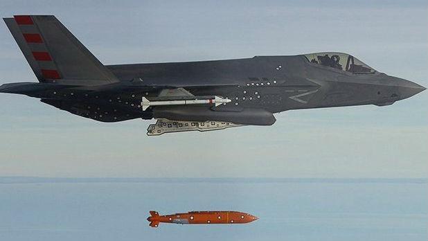 """军情锐评:560公里外""""点穴杀""""!美F-35将配隐身滑翔导弹威慑中俄海军"""